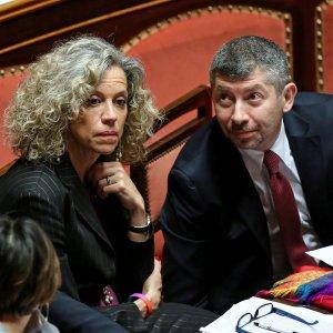 """Unioni civili, braccio di ferro fra Pd e centristi sulle adozioni. Il Consiglio d'Europa: """"L'Italia elimini discriminazioni"""""""