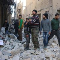 Siria, in migliaia in fuga da Aleppo: la Turchia chiude la frontiera