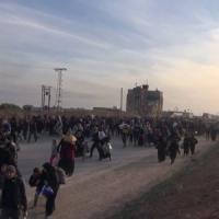 Siria, a migliaia in fuga da Aleppo sotto le bombe, ma la Turchia chiude il confine