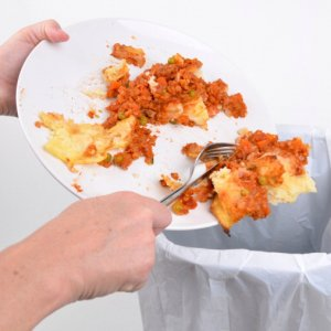 Oggi la giornata nazionale antispreco, 12 miliardi nella spazzatura