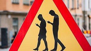Smartphone, koala e surfisti I segnali stradali più strani