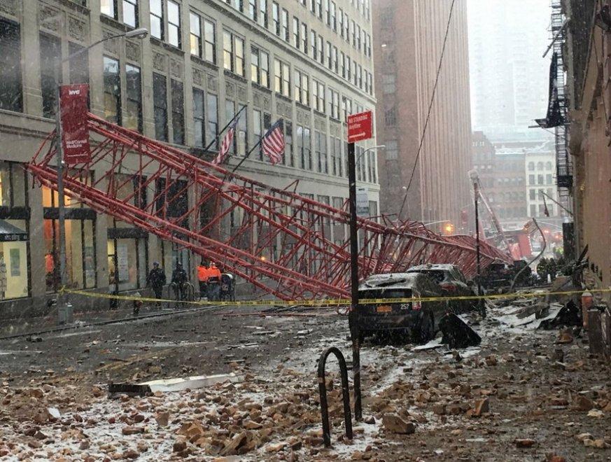 Usa: crolla gru a Manhattan