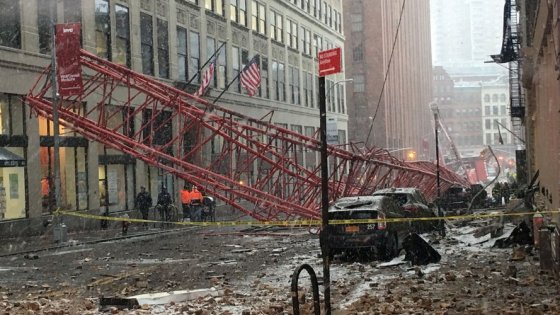 New York, crolla una gru a Manhattan: un morto e due feriti gravi