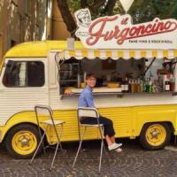 I negozi escono dai locali: boom dello street food