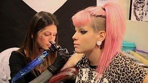 Alla convention del tatuaggio 300 maghi del tattoo mondiale    vd