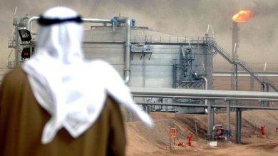 Crolla il petrolio, l'Arabia va in crisi  costretta a chiedere un prestito
