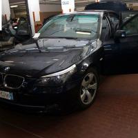 Polizia ferma Bmw sull'A4: dentro armi ed esplosivi. Analogie con la banda dell'Audi gialla