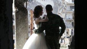 'L'amore che ricostruisce la Siria' Il fotografo di nozze tra le macerie