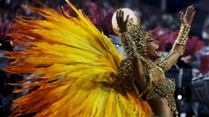 In Brasile è l'ora del Carnevale Sfilate a ritmo di samba    video