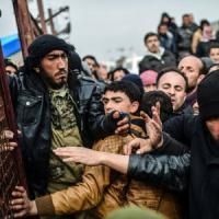 """Siria, Turchia aprirà le frontiere a profughi solo """"se sarà necessario"""""""