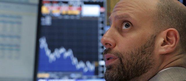 Questa settimana in edicola  Meno consumi e investimenti rinviati, quanto costa all'azienda Italia il crollo della Borsa