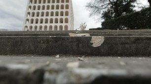 Vandali al Colosseo quadrato divelti gli scalini  in marmo   Leggi l'articolo