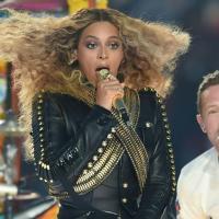 Super Bowl, Beyoncé scatenata durante lo spettacolo nell'intervallo