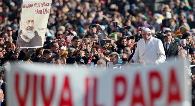 """Padre Pio, l'omaggio di papa Francesco   foto   """"La sua goccia è diventata un grande fiume"""""""