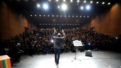 Sala vince primarie  di Milano   video   -   foto    Polemiche su cinesi, dati:  erano solo 1,5%
