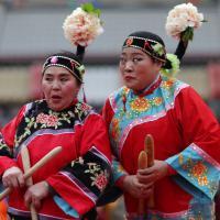 Cina, tutti in rosso, è l'anno della scimmia: i festeggiamenti per il Capodanno