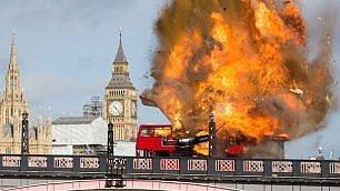 Panico per la scena di un film Esplode autobus vicino al Big Ben