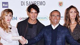 """Garko apre la settimana di Sanremo """"Io gay? Sex symbol e faccio sognare"""""""