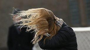 Bufera si abbatte su Londra   video   Capelli al vento: il fotoprogetto
