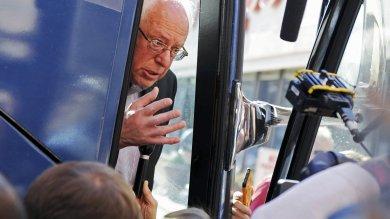 """Primarie Usa, in bus con Sanders """"Riprendiamoci l'America""""   video"""