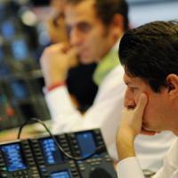 Meno consumi e investimenti rinviati: quanto ci costa il crollo della Borsa