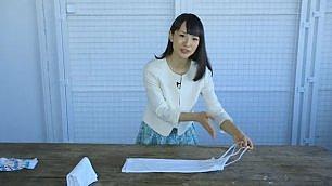 Marie Kondo e l'arte del 'riordino' Il tutorial: come piegare gli abiti