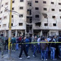 Siria, autobomba a Damasco: 8 morti. Turchia, 70mila profughi in arrivo
