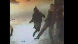 Sgambetta il ladro per aiutare  la polizia: sospetto acciuffato