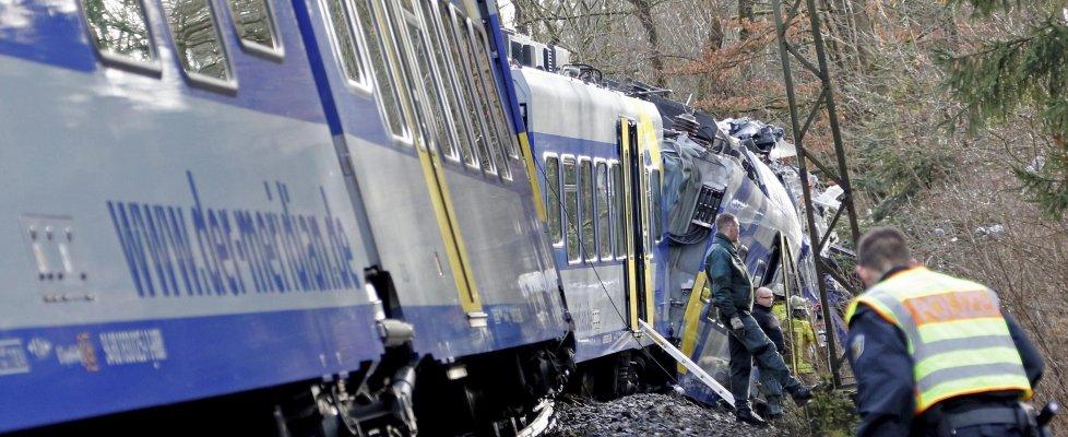 """Scontro frontale fra treni in Baviera: almeno 10 morti e più di 100 feriti. Merkel: """"Sgomenta"""""""