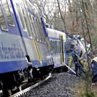 Scontro frontale fra treni in Baviera: almeno 10 morti e più di 100 feriti. Merkel:...