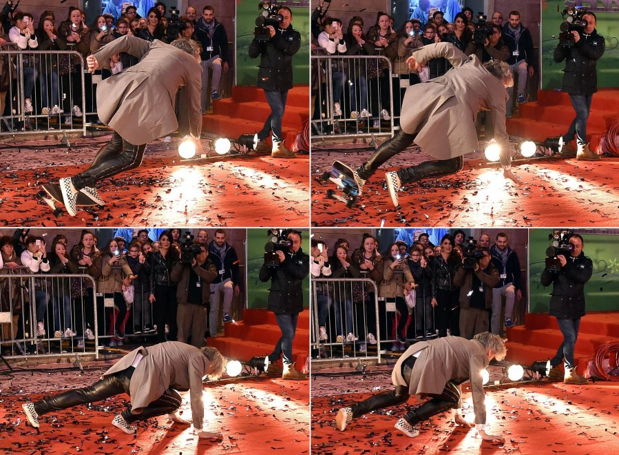 Morgan, sul tappeto rosso con lo skate ma finisce in ruzzolone