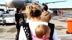 Maternità in giro per il mondo Esmè, la più giovane globetrotter