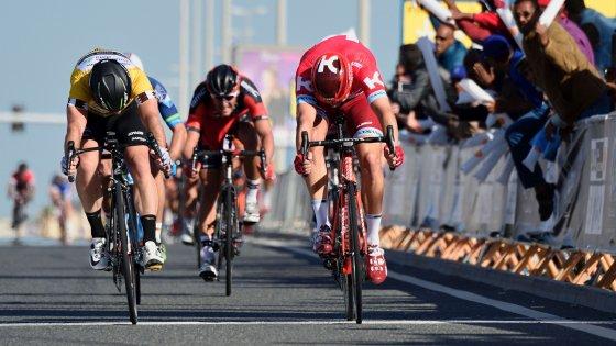 Ciclismo, Giro del Qatar: Kristoff batte Cavendish al fotofinish