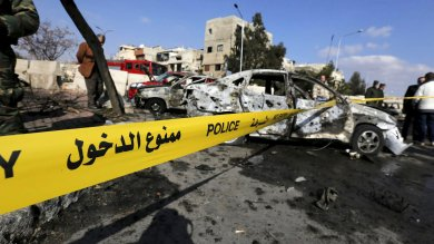 Siria, bombardato ospedale Msf: 3 vittime Autobomba Is a Damasco, 10 morti