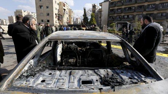Siria, raid aereo su ospedale Msf: tre vittime. Autobomba dell'Is a Damasco: 10 morti