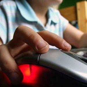 Minori migranti e internet: il 20% arrivati soli in Italia ha vissuto esperienze negative online