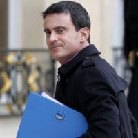 Francia, approvata la revoca della cittadinanza per i terroristi