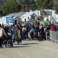 "Migranti, ultimatum Ue: ""La Grecia ha tre mesi, poi salta Schengen"""