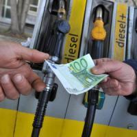 Il calo del petrolio fa bene agli automobilisti