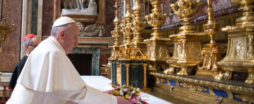 Vigilia viaggio Messico, papa Francesco a sorpresa a San Giovanni confessa parroci