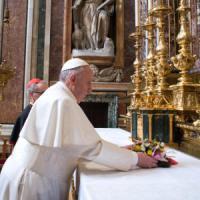 Vigilia viaggio Messico, papa Francesco a sorpresa a San Giovanni confessa