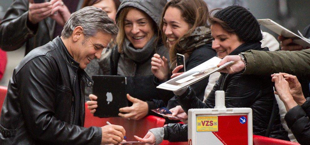 """Risate e impegno. Clooney incontra la Merkel e Streep dice """"Siamo tutti africani"""""""