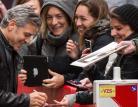 Risate e impegno. Clooney incontra