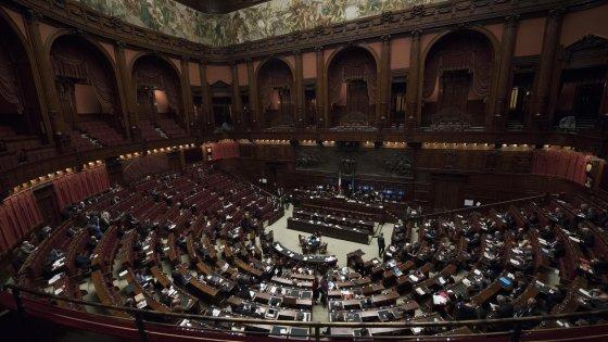 """Conflitto interessi, è scontro. M5s attacca: """"Il Pd fa un regalo a Berlusconi"""""""