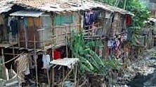 Povertà dissimulata: piante e cartelloni  per nascondere i ghetti   di MARIA CRISTINA FRADDOSIO