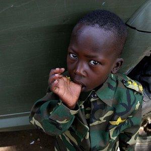 Bambini soldato, lo scempio dei 23 Paesi del mondo che li mandano in guerra