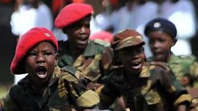 Bambini soldato, lo scempio dei 23 paesi che li mandano in guerra