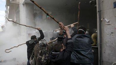 Grecia, tornano recessione e tensioni   Battaglia agricoltori-polizia  in piazza  foto