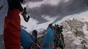 Scalata da brividi in soggettiva Su vetta Himalaya inesplorata