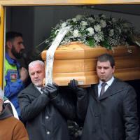 I funerali in silenzio e senza immagini di Giulio Regeni: la sua Fiumicello lo saluta